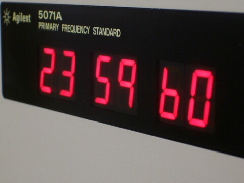http://leapsecond.com/notes/5071a-leapsecond.jpg
